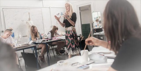 How to choose the best fashion design school